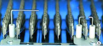 Az ionizációs elektróda a kazán előlap levétele után tisztán látható