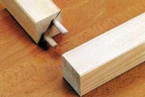 Kis felületeknél a tipliket átlósan helyezzük el, így nagyobb lesz a közöttük lévo távolság A jelölo hüvellyel az egymással szemben fekvo csapfuratok könnyedén összejelölhetok