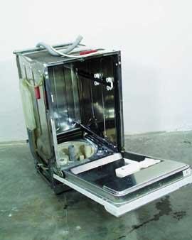 A javításra előkészített szétbontott gép