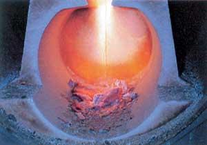 A láng égése a kerámia tűztérben