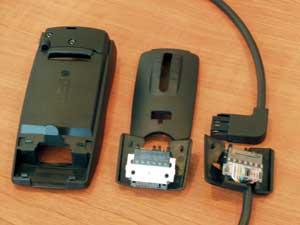 Készüléktartó fülhallgató szetthez vagy kihangosítóhoz cserélhető csatlakozófejjel