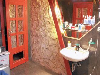 A 45°-os szögek még a fürdőszobában is dominálnak
