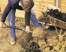 A talajra szórt tápanyagot a talajba kell forgatni