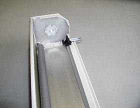 Az alumíniumtokoknak is van olyan változata, amelyben lehúzható rovarháló is van, ám ilyen esetekben mindenkor kettős vezetősíneket kell alkalmazni