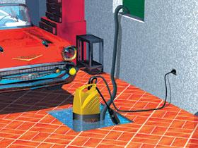 Szuterénben lévő garázs vízelvezetési problémáját oldja meg a búvárszivattyú