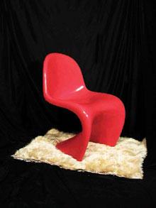 Rugalmas, jól formált műanyag szék, szabadba is kirakható