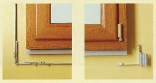 A vasalatok többnyire öt ponton rögzítik a kilincs elforgatásával bezárt ablakot, az alsó pánt pedig a bukó-nyíló funkcióban is szerepet kap.
