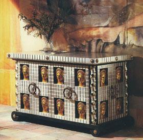 Antik római mintára készült mai acélláda