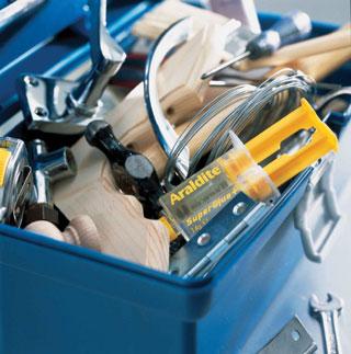 A 3 perc alatt megszilárduló ikerfecskendős ragasztó a gyorsjavításoknál sokoldalúan használható
