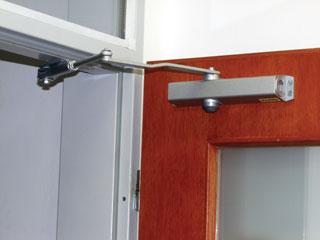 Gold Line ajtóbehúzók különféle működési funkciójú és karváltozatú típusai minden igényt kielégítenek