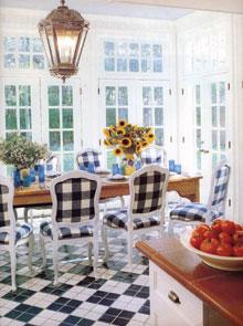 Fényárban úszó konyha-ebédlő skandináv hangulatban