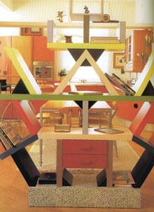 Egyterű konyha-ebédlő-nappali, Sottas Memphis polcával megosztva