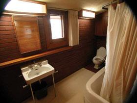 A lágy fényű fénycsővilágítással még a fürdőszobában is bensőséges hangulat teremthető