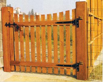 A kapu hevedereire kerüljenek a hosszúszárú gyári pántok