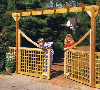 A kétszárnyú kapuk helyigénye és mozgatása kedvező