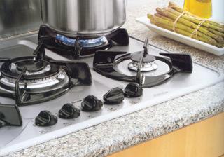 Az önállóan beépíthető gáz főzőlapok kezelő gombjai az alaplapon vannak, és akár beépíthető elektromos sütővel is kombinálhatók