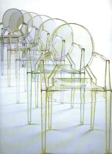 Starck Ghost nevű műanyag székei valóban szinte észrevétlenek.