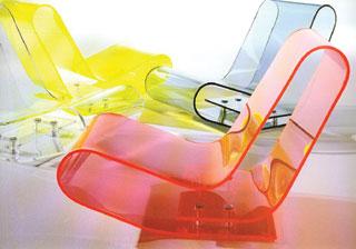 Van Severen LCP nevű műanyag foteljei maximális kényelmet nyújtanak.