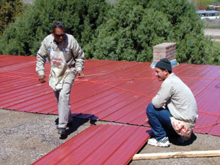 Meglévő lapos tető felújítás fordított rétegsorrenddel, elsőként fémlemez réteg elhelyezésével