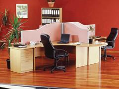 Irodák és asztalok