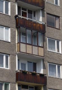 A jól átgondolt és igényesen kivitelezett erkélybeépítés valóban alig bontja meg a homlokzat összképét és növeli a lakás alapterületét
