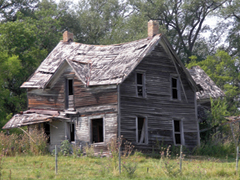 Lakatlan házak állapotromlása