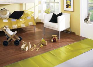 Az egybenyitott terű helyiségekben a laminált padlót más burkolattal is lehet folytatni