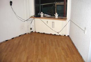 Szabálytalan alakú helyiségekben megfontolandó a panelek fektetési iránya