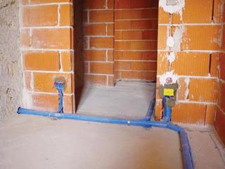 Célszerű építéskor vagy felújításkor helyükre tenni a csöveket