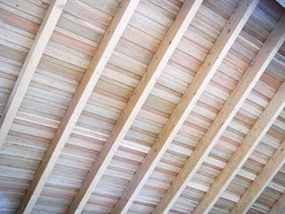 Esztétikus, látszó, belső faszerkezetes tetőtér