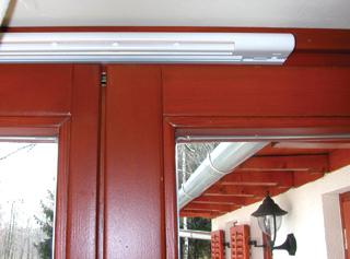 A csukott ajtók, ablakok belső oldalára szerelt légbevezetőkkel lehet pótolni a friss levegőt