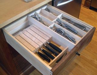 A késeket használaton kívül a fiókban, vagy késboxban ajánlott tartani