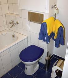 A falba süllyesztett öblítőtartályok tartókerete a falra erősíthető WC csészék felszerelésére is alkalmas