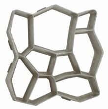 Terméskő mintázatú térkő elemek készítését teszi lehetővé az osztott bordázatú formázó sablon