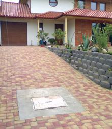 A különálló beton térkövek szín és mintázat szerint is jól variálhatók az utak burkolásakor