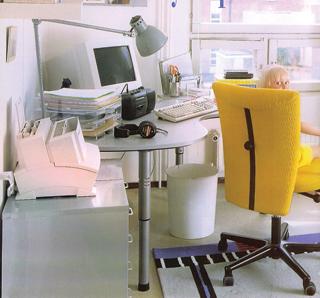 Tökéletes otthoni munkahelyet alakítottak ki, ahol a természetes és mesterséges megvilágítás is maximálisan kihasználható