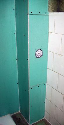 A kartonozás alá rejtett vízórához - cseréjekor - bontás nélkül lehet majd hozzáférni