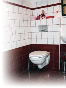 Fürdőszoba, WC felújítás korszerű falba rejtett öblítőtartállyal ...