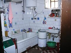 Fürdőszoba, WC felújítás korszerű falba rejtett öblítőtartállyal