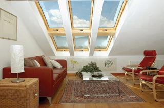 Egyes ablakok nyitható alsó ablakokkal is kiegészíthetők
