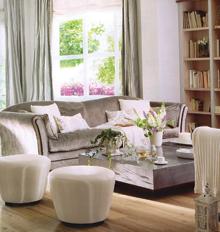 A magas kartámaszos kanapéban a kar megtámasztását külön párnák biztosítják