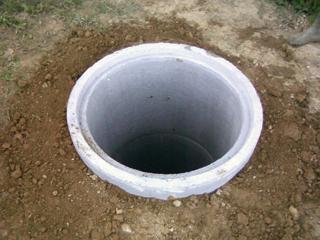 Betonkútgyűrűkből kialakított ásott kút