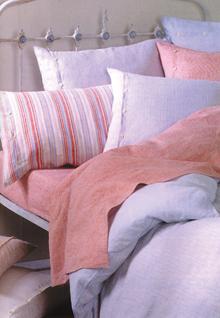 A műszál töltetű modern párnák az allergiások számára nyújtanak a klasszikushoz hasonló kényelmet.
