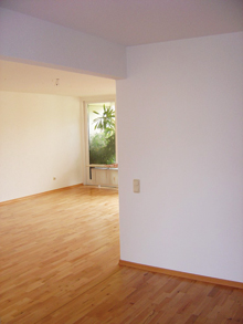 A lakószobák padlójának felújítása vagy cseréje a legnehezebb feladat, mert nem elég a szoba közepére tolni a szekrényeket - mint a festésnél -, teljesen ki kell üríteni a helyiségeket