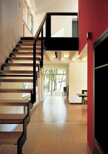 A lépcső meredeksége a homloklapok elhagyásával növelhető