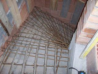 A zsaluzott betonlépcsők szilárdságát a vasalat biztosítja