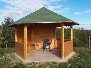 A rendelésre készített pavilonok tetőfedő anyagát és színét előre meg lehet választani