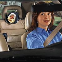 A hátsó fejtámlára kell rögzíteni a tükröt, és gondosan beállítani, hogy szemmel tudjuk tartani a háttal utazó csecsemőt