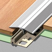 Különféle padlók kis szinteltérésének áthidalásához is elegáns megoldás a bepattintható alumínium takaróidom