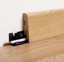 Egyes szegélylécek falra csavarozott sarukra húzhatók